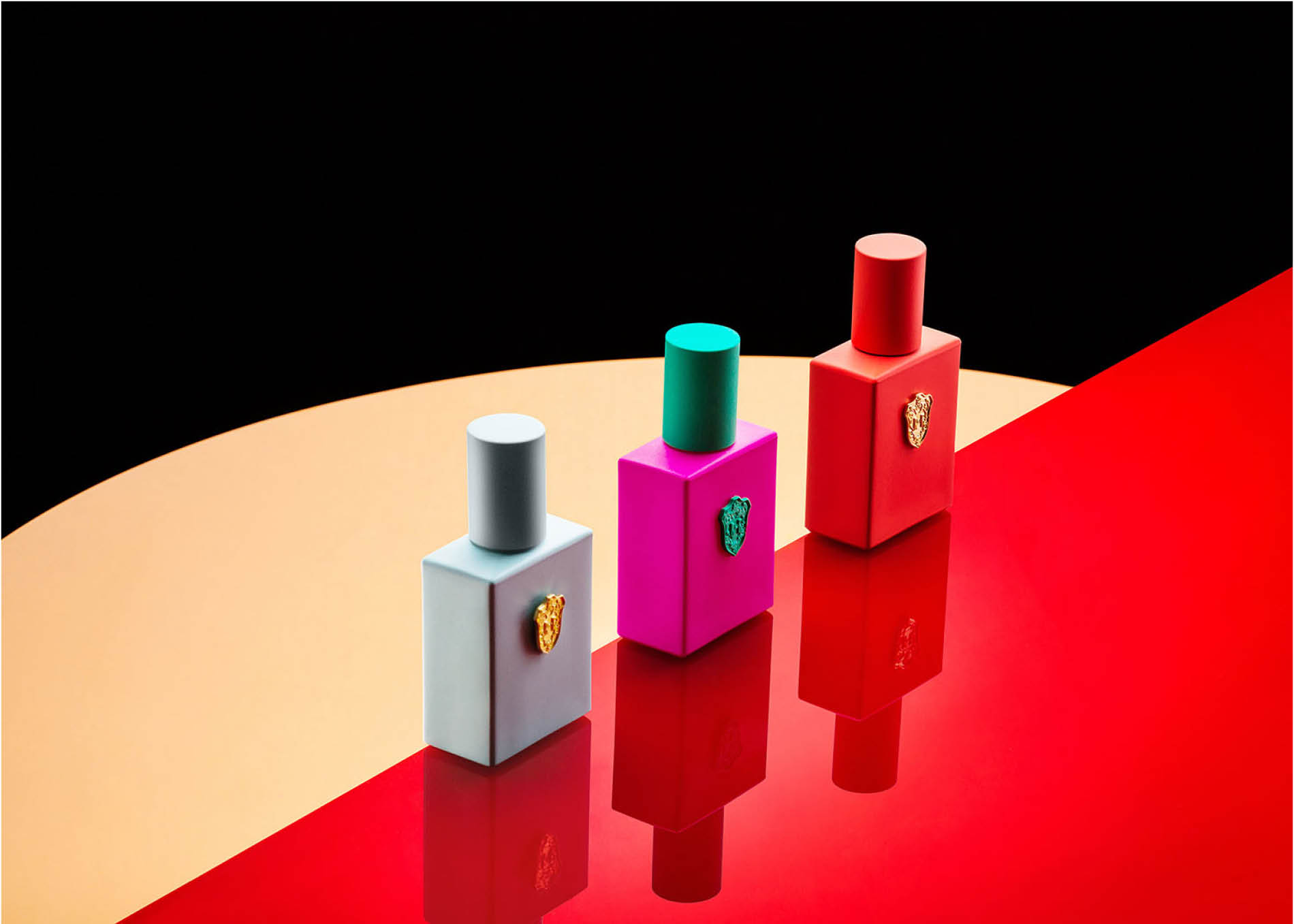 Photoshoot for Regime des Fleurs perfumes with creative direction by DTE Studio